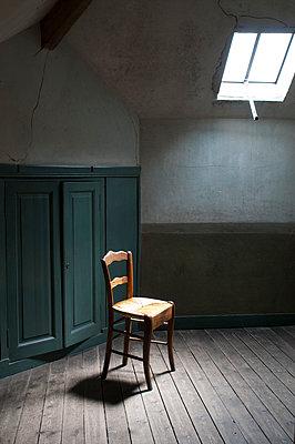 Chair in empty room under a skylight window - p1170m1559010 by Bjanka Kadic