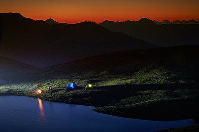 Zelten am See - p704m1467187 von Daniel Roos