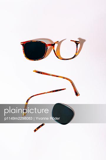 Broken sunglasses - p1149m2298083 by Yvonne Röder