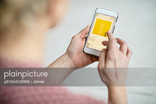 Woman using cell phone - p312m2120669 by Johner