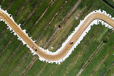 Road works in the countryside, aerial view - p1079m2181976 by Ulrich Mertens