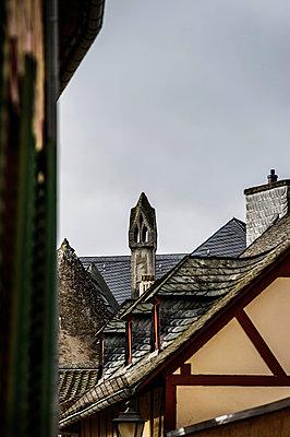 Dachlandschaft mit Fachwerk - p1088m902185 von Martin Benner