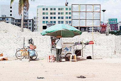 Straßenverkäufer in China - p1114m890419 von Carina Wendland