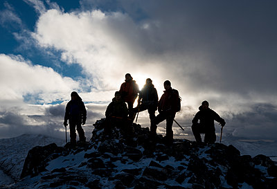 UK, Scotland, Glencoe, mountaineers on top of Buachaill Etive Beag - p300m1355846 by Alun Richardson