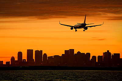 Silhouette of aircraft and cityscape - p4342213f by Perfect Pictures