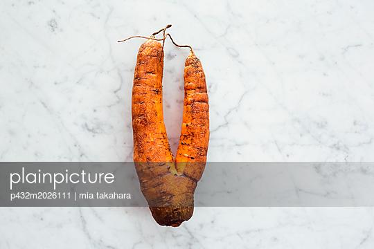 Verwachsene Karotte - p432m2026111 von mia takahara