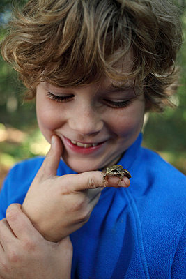 Little frog - p045m963502 by Jasmin Sander
