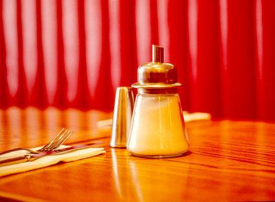 Sugar dispenser - p1082m2209932 by Daniel Allan