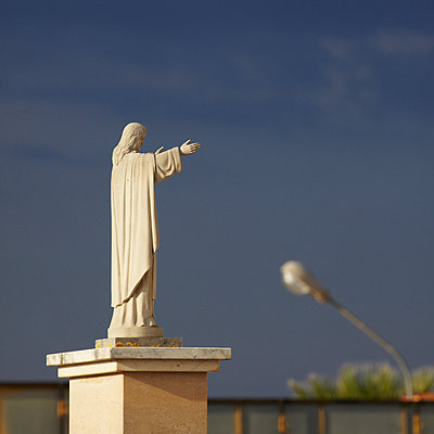 Jesusstatue - p415m2030754 von Tanja Luther