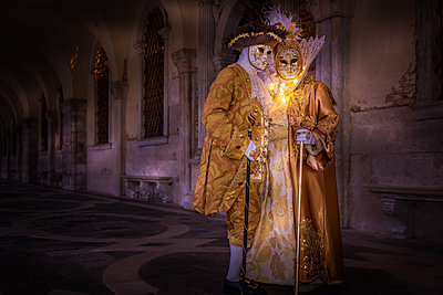 Costumes and masks during Venice Carnival, Venice, UNESCO World Heritage Site, Veneto, Italy, Europe - p871m1167778 by Karen Deakin
