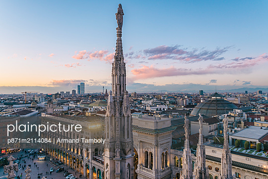 View of the statues on the Cathedral of Milan and the skyline of Milan seen in the background, Milan, Lombardy, Italy, Europe - p871m2114084 by Armand Tamboly