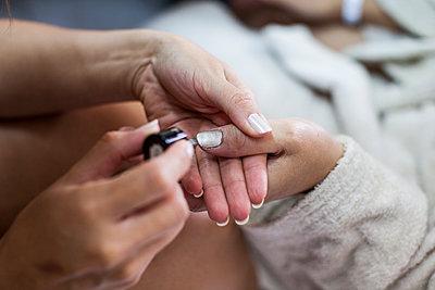 The manicure - p672m1537772 by Vanessa Chambard