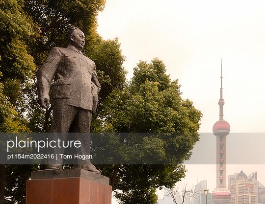 Statue of Mao - p1154m2022416 by Tom Hogan