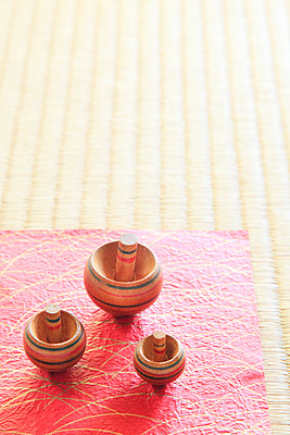 Spinning tops on tatami mat - p307m826842f by SHOSEI