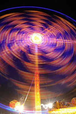 Long exposure image of fairground ride taken at night (vii) - p1072m828832 by Brian Korteling