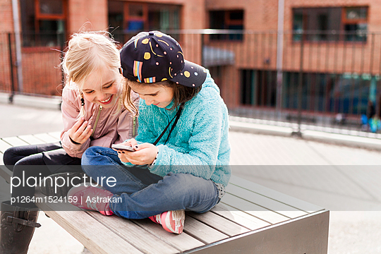 Girls (8-9) using mobile phone - p1264m1524159 by Astrakan