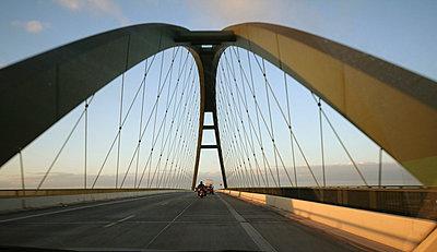 Auf der Brücke - p1620038 von Beate Bussenius