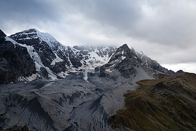 Italy, South Tyrol, View to Ortler Alps, Monte Zebru left, Ortler right - p300m981460f by Mandy Reschke