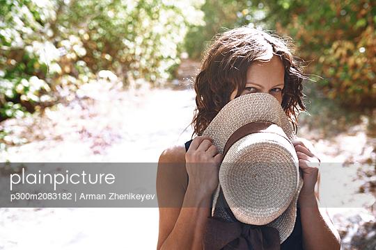 Portrait of flirty woman in nature - p300m2083182 by Arman Zhenikeyev