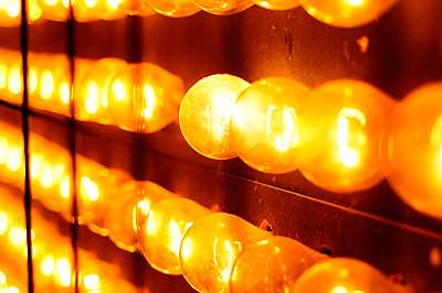 Gelbe Glühbirnen - p1190m2087865 von Sarah Eick