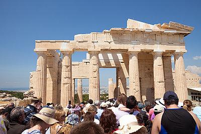 Überfüllte Akropolis - p454m2177772 von Lubitz + Dorner