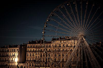 Ferris wheel - p1007m1134130 by Tilby Vattard