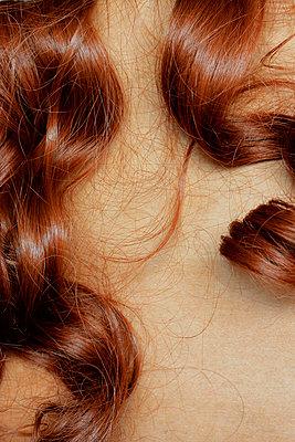 Unechte Haare, unechte Haut - p450m916512 von Hanka Steidle