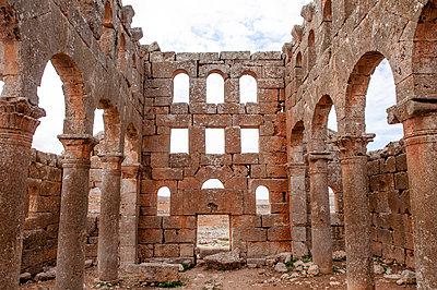 Ruinen des Mushabbak-Klosters nahe Aleppo, Syrien - p1493m2063610 von Alexander Mertsch