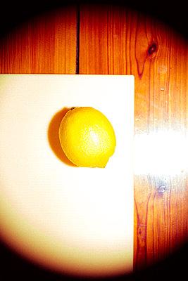 Zitrone von oben - p432m1508067 von mia takahara