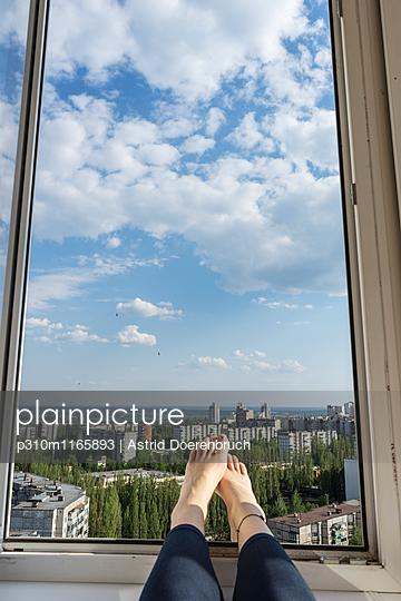 Zimmer mit Aussicht - p310m1165893 von Astrid Doerenbruch