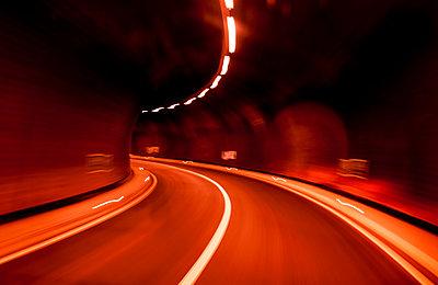 Tunnel - p046m959188 von Hexx