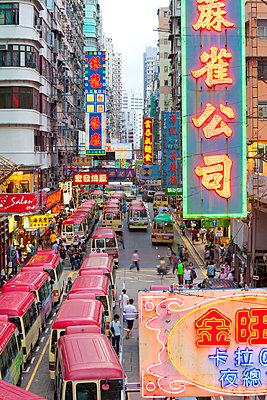 Street scene, Mini bus station, Mong Kok, Kowloon, Hong Kong, China - p651m860609 by Gavin Hellier