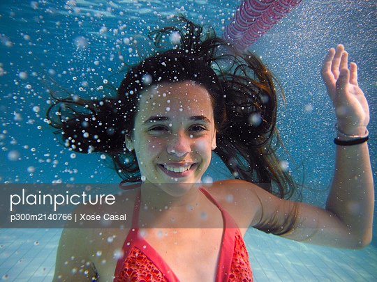 Underwater portrait of a smiling girl - p300m2140766 by Xose Casal