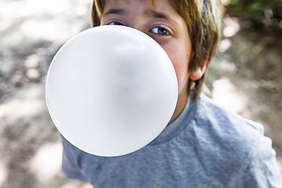 Chewing gum bubble - p1057m1020208 by Stephen Shepherd