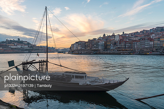Portugal, Porto, Ribeira with boats on the river Douro - p1332m2197139 by Tamboly