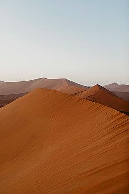 Namibia, Namib desert, Namib-Naukluft National Park, Sossusvlei, sunset at Dune 45 - p300m2080823 von letizia haessig photography