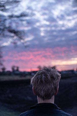 Sonnenuntergang bestaunen - p310m2192378 von Astrid Doerenbruch