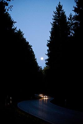 Mond über der Straße - p533m955711 von Böhm Monika