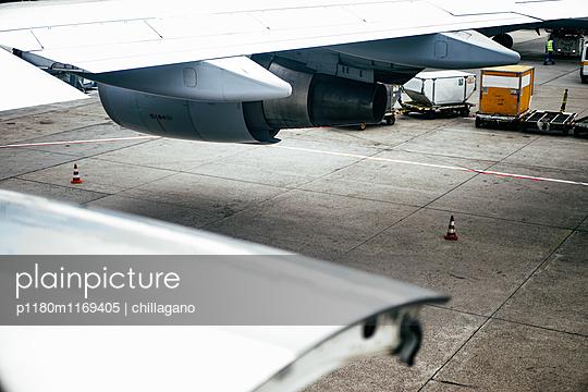 Blick aus einem haltenden Flugzeug - p1180m1169405 von chillagano