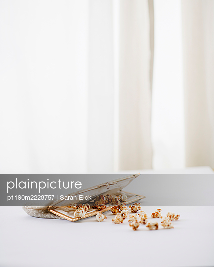 Popcorn in einem Täschchen - p1190m2228757 von Sarah Eick