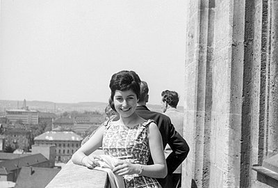 Young woman on balcony - p1541m2116886 by Ruth Botzenhardt