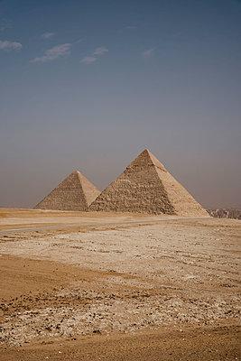 Egypt, Cairo, Ancient Giza pyramids - p300m2267078 by letizia haessig photography