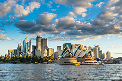 The skyline of Sydney at sunset, New South Wales, Australia, Pacific - p871m1448426 by Michael Runkel