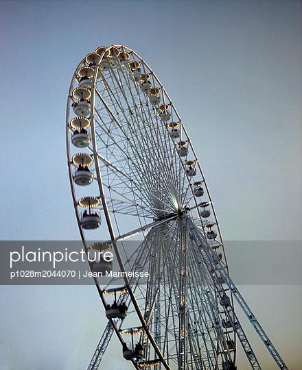 Ferris wheel, Paris, France - p1028m2044070 von Jean Marmeisse