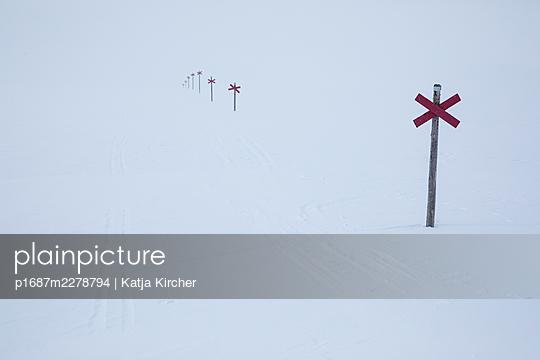Trail markings on a Swedish winter trail - p1687m2278794 by Katja Kircher