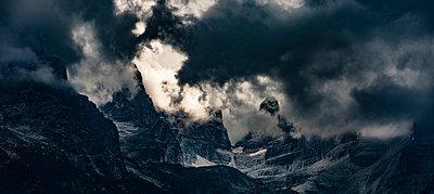 Gewitterwolken in den Alpen - p1243m1108974 von Archer