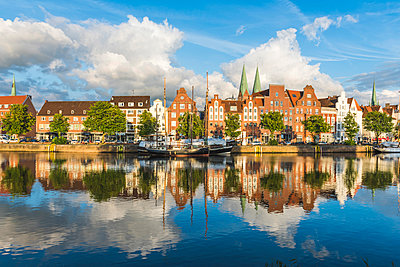 Lübeck, Baltic coast, Schleswig-Holstein, Germany. Old town's houses along the Trave river's waterfront. - p651m2007251 by Marco Bottigelli