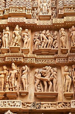 Reliefskulpturen im Tempel Kandariya-Mahadeva - p1259m1111459 von J.-P. Westermann