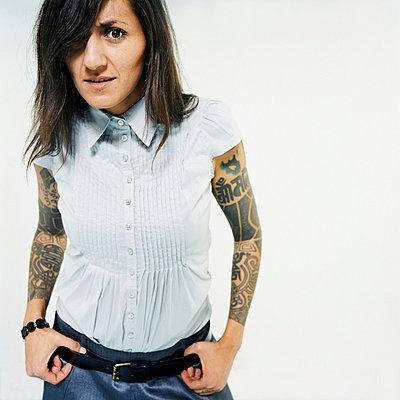 Woman with tattoos - p3530123 by Stüdyo Berlin