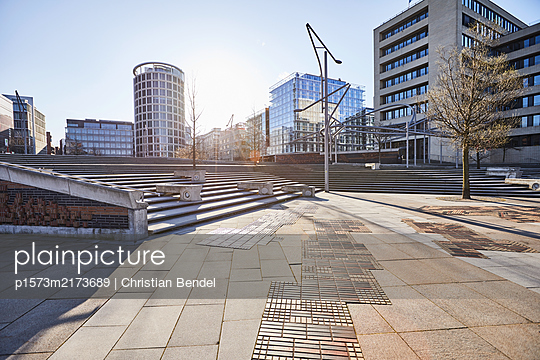 Empty Places - Hamburg, leere Hafencity - p1573m2173689 von Christian Bendel